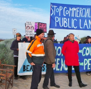 bill-yates-of-bcrag-meets-with-senator-janet-rice-at-killarney-blockade-in-victorias-south-west-28-oct-2016-picture-by-j-fawcett
