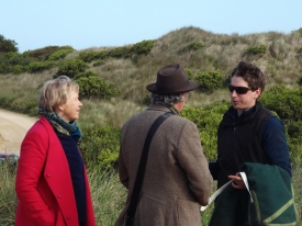 senator-janet-rice-and-bcrags-shane-howard-speak-with-a-trainer-at-killarney-beach-picture-by-j-fawcett