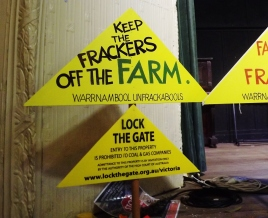 antifracking-sign-at-crossley-hall-in-victoria-picture-by-j-fawcett-6-nov-2016